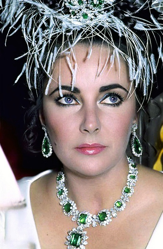 Elizabeth Taylor in her Bulgari emerald necklace and earrings